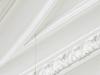 En tout point, 2011, fil de lin ciré, deux aiguilles, longueur déterminée par les dimensions propres du lieu d'exposition, édition de 5 + 2 EA