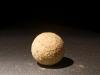 My world, 2018, sable provenant de 16 lieux et pays différents, liant, 55 x 55 x 2 cm (table), dimensions variables (sphère), série de pièces uniques + 1 EA. Photo © Aurélien Mole