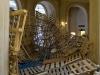 L'épave, 2009, sculpture, 150 palettes de transport, bandes de caoutchouc et sacs de sable, pièce collective réalisée avec le collectif