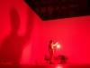 The Gasping Breath : black room, 2013, sang de l'artiste sur une lampe dans une pièce vide, dimensions variables