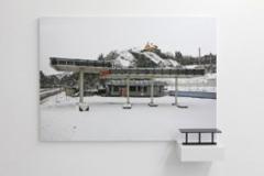 Eric Tabuchi, Abandoned Gasoline Station / Dijon 2010, tirage pigmentaire sur papier baryté Hahnemuhle contrecollé sur Dibond,109,5 x 78 cm, édition de 5.