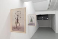 Pierre Leguillon Spinning the Wheel, depuis 1999, installation, 2 x (50 x 69 cm), impressions sur contreplaqué  édition de 5.