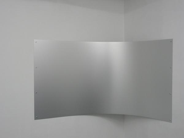 Curve serie # 1, 2010, installation, plaque d'aluminium, 100 x 200 cm, pièce unique.