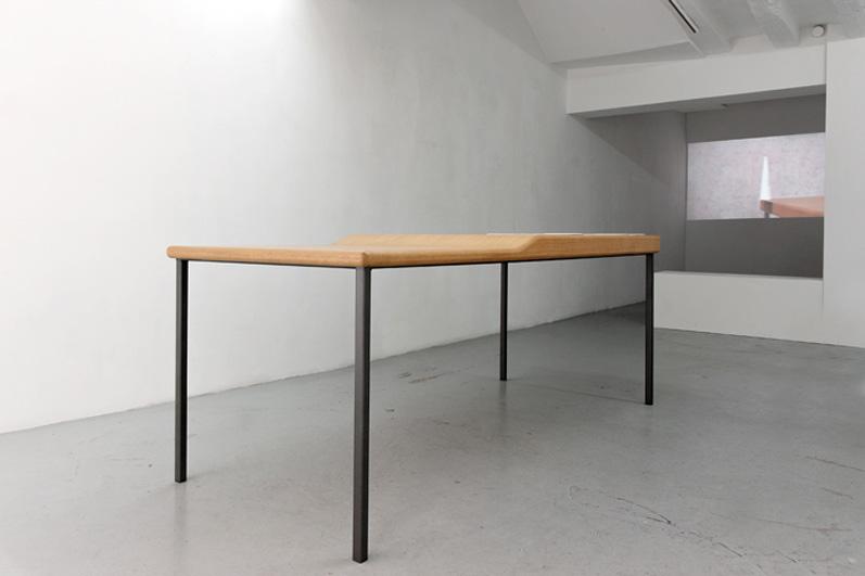 This object, or this table, should be considered more like a sculptural object, 2012, bois de chêne, métal, pierre naturelle, pièce unique