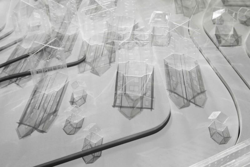 Le Village, 2013, maquette en bois et plastique, 230 x 120 x 20 cm, pièce unique, photo © Aurélien Mole
