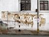 Paysage Arménien, fresque peinte avec du café sur une maison d'architecture coloniale de la zone cafetière d'Arménie en Colombie, 2013, photographie numérique couleur, cadre bois, sous verre, 67 x 100 cm, édition de 5 + 2 EA