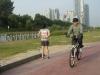 42.195, 2006, vidéo à canal unique, 11' 24'', photographies. Présenté à Minja Gu & YoungEun Kim, 175 Gallery, Séoul, Corée du Sud, 2007